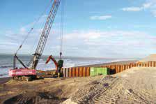 La construction des ouvrages permettra, à terme, de protéger la ville contre les assauts de la mer en stabilisant le cordon de galets.