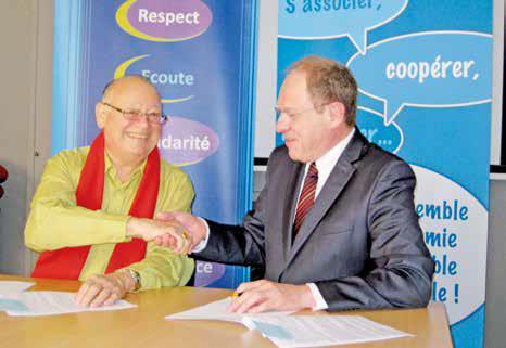 Alain Subts, président de la Cress Picardie et Jean-Paul Lejeune, directeur de l'Urssaf Picardie, main dans la main pour un partenariat de cinq ans.