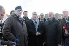 Le ministre (au centre) était entouré lors de sa visite de nombreux élus locaux.