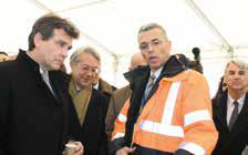 Le président de Pivert Jean- François Rous expliquant à Arnaud Montebourg et Philippe Marini les différentes applications de la chimie végétale.