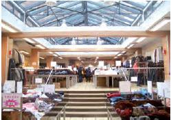 A Amiens, Stock Espace pratique des prix jusqu'à 4 fois moins élevés que les enseignes classiques.