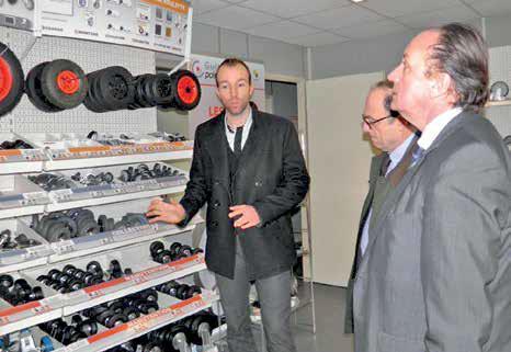 Lors des rendez vous de l'industrie, David Blangis (à gauche) a présenté l'entreprise Guitel Point M au président de la CCI Philippe Enjolras et à Jean-Louis Bernard, directeur industrie de la CCI de l'Oise.