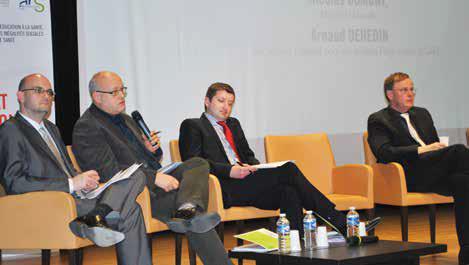 Les intervenants de la première table ronde dont au micro Philippe Lorenzo, de l'Instance régionale d'éducation et de promotion de la santé.