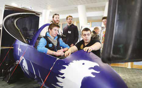 Les étudiants d'Elisa ont installé leur simulateur de vol dans le hall de la CCI. Opération séduction réussie auprès des visiteurs.