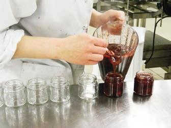 L'unité de production privilégie un savoir-faire artisanal pour assurer une qualité optimale.