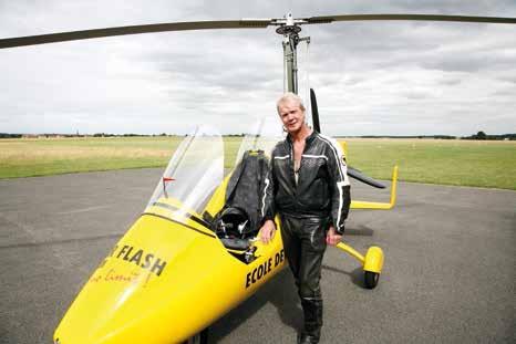 Eric Lefebvre, dirigeant d'AirFlash, devant son autogire.