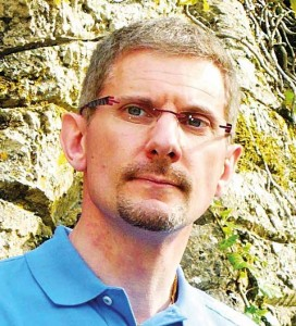 Docteur en physique, Stéphane Cayet a passé près d'un an à la propulsion navale nucléaire française.