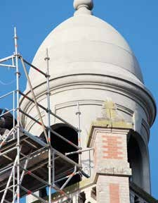 L'entreprise a rénové le donjon du beffroi de la mairie de Moreuil.