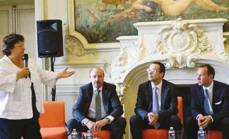 Brigite Fouré, maire d'Amiens, entourée par Alain Gest, président d'Amiens Métropole, Stéphane Conty, membre du bureau de la CCI et Pascal Fradcourt, vice-président d'Amiens Métropole en charge du développement économique.