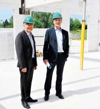 Michel Trollé, directeur de l'Adapt Nord-Picardie et Jean- Pierre Bachelay, directeur général de l'Opac d'Amiens lors de la visite de chantier du futur foyer d'accueil médicalisé.