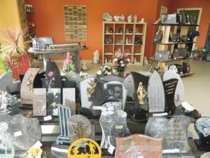 La boutique permet à chacun de choisir les ornements de la tombe.