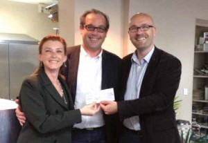 Valérie & Christophe BORDIER dirigeants de MENSA reçoivent leur prêt d'honneur de leur parrain Réseau Entreprendre en Picardie ®, Alexandre Saussard