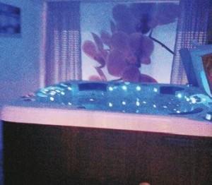 Le nouveau spa peut accueillir cinq personnes qui pourront s'y relaxer et profiter de ses multiples bienfaits pour la santé.