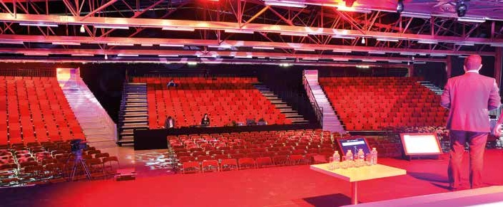 La salle peut accueillir jusqu'à 4 500 personnes debout.