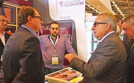Claude Gewerc a rencontré les dirigeants des entreprises agroalimentaires picardes présentes au SIAL. Ici la biscuiterie Tourniayre.