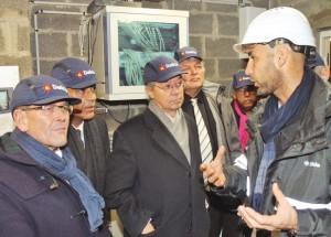 Le sénateur Philippe Marini très attentif aux explications du technicien.
