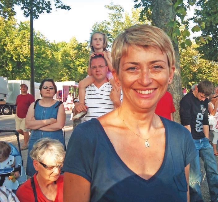 En attendant d'avoir une clientèle et un revenu fixe avec son entreprise, Karine Foltynski collabore avec Yves-Marie Legrand et sa société de courtage en crédit Presse Taux.