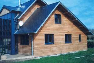 Les maisons avec ossature bois sont construites particulièrement rapidement, elles mettent six à sept mois pour sortir de terre selon Raymond Hotte.