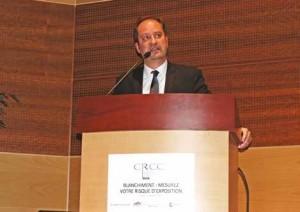 Éric Vernier, lors de sa conférence sur les méthodes des blanchisseurs.