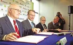 (de g. à d.) Richard Markwell, Pdg d'Agco - Massey-Ferguson, Philippe Choquet, directeur général de l'Institut polytechnique LaSalle Beauvais, Claude Gewerc, président du conseil régional de Picardie, et Jean- Dominique Senard, président de la Fondation d'entreprise Michelin ont signé la chaire le 25 février.