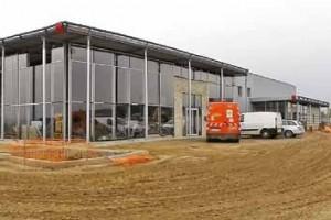 L'ensemble du site Cetif comprend un atelier de mécanique poids lourds de 1 250 m², un atelier de carrosserie-peinture de 312 m² et un hall d'exposition de 250 m².