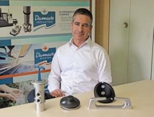 Sylvain Brun devant quelques-uns des produits qui ont vu le jour chez Damade.