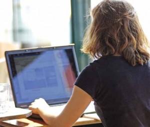 Manque de confiance en elles, peur de l'échec... Les femmes sont moins nombreuses que les hommes à se lancer dans la création d'entreprises.