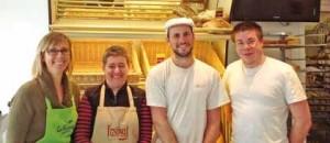 (De g. à d.) Katty Martin, Guylaine une ses vendeuses, son gendre et boulanger Vincent, et Guillaume, pâtissier.