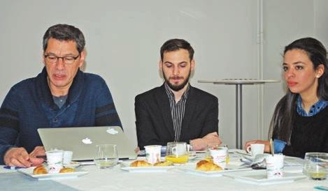 El Mustapha Mouaddib, directeur du l'équipe de recherche MIS, accompagné de deux étudiants doctorants.