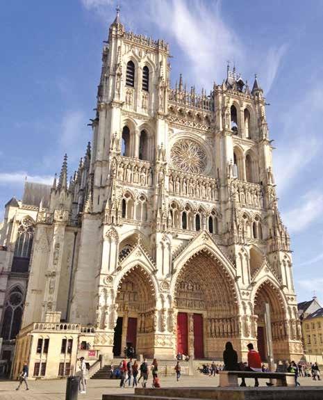 La cathédrale d'Amiens est la plus vaste de France avec ses 200 000 m3 de volumes intérieurs.