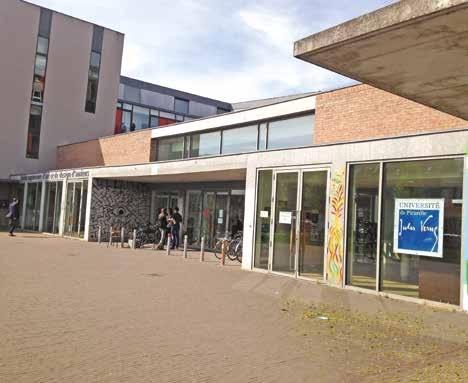 La majorité des cours sont dispensés à l'UFR d'Arts de l'UPJV.