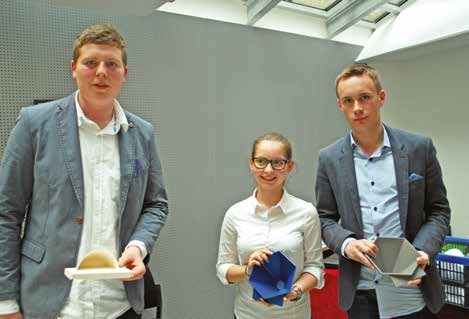 Fanny Pouillaude, Corentin Yon et Martin Sweertvaeghen avec le Gram, super amplificateur de son pour téléphones portables.