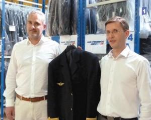 Nicolas Sandjian (à g.) PDG de Cepovett et le directeur de la logistique Arnaud Laplace .