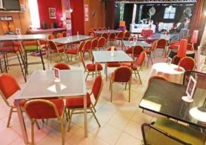 La troupe a ouvert le café-théâtre Saint-Médard en 1996.