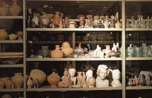 Parmi les 60 000 objets du musée, une bonne partie est conservée en réserve.