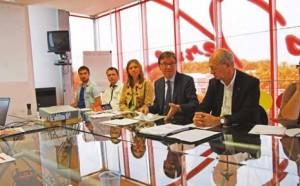 Lors de la présentation : Laurence Rataux, responsable développement à Amiens Métropole, Daniel Chenal et Philippe Dessaint.