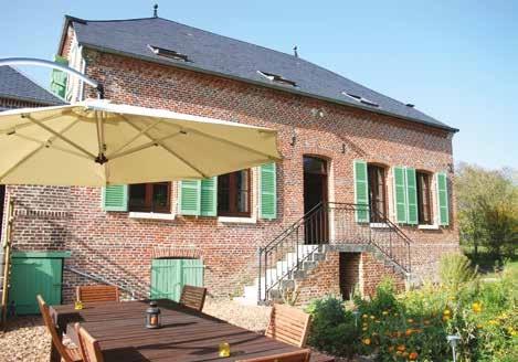 Grâce aux matériaux naturels utilisés, l'établissement bénéficie naturellement d'une excellente isolation contre la chaleur de l'été.