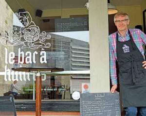 Hugues Malot, ancien photographe, a ouvert le bar à huîtres le 10 juin.