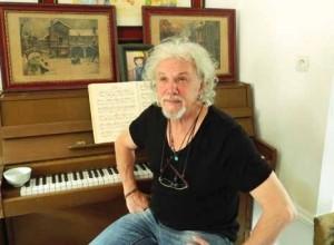 Artiste peintre, scénographe, pianiste, Betrand Siffritt souhaite partager avec les Amiénois son goût pour la création.