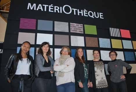 Les six décoratrices et architectes d'intérieur devant la MatériOthèque du salon Amenago.