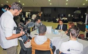 Speed-meeting sur l'emploi : les citoyens amiénois face aux candidats aux régionales.
