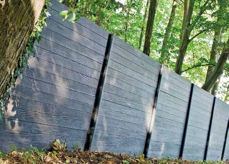 Une clôture de la gamme Modula, imitation lames de bois.