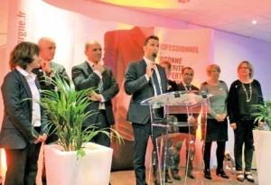 Vincent Andrieux entouré de ses collaborateurs.