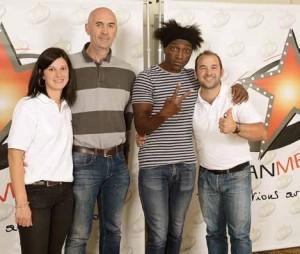 Pour lancer son activité, Teddy Ducrot a misé sur un artiste du cru, Kamini (au centre).