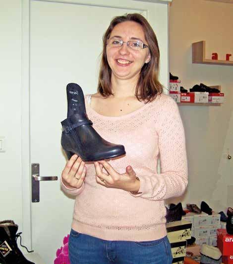 La jeune commerçante est toujours en recherche de modèles qui permettent à ses clients d'être bien chaussés et donc d'avoir une bonne marche.
