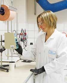 Une dizaine de personnes travaille dans le laboratoire de Nord Composites France.