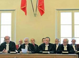Le président Jean-Michel Cassel entouré des juges consulaires.