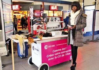 Judith Kaboré, devant son pop-up store à Creil.